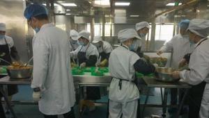 凤翔餐饮设备参与宁夏某食品公司的分餐流水线生产